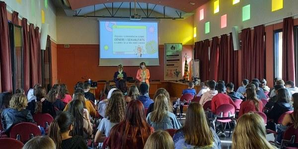 Benvinguda de la vicepresidenta del CCN, Anna Maria Calvís, als nois i les noies de 3r d'ESO