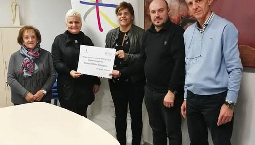 L'Estel rep el donatiu del Berenar Solidari del Festival d'Astronomia del COU