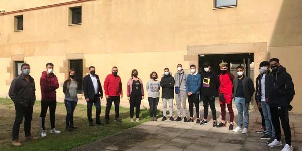 Els joves que s'incorporen al Treball i Formació amb representants del Consell Comarcal de la Noguera